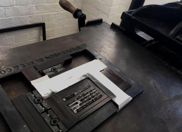 Old-fashioned printing press2